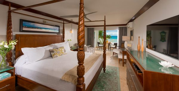 Beachfront_Honeymoon_Club_Level_Suite
