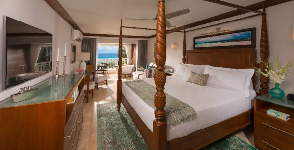 Beachfront Penthouse Club Level Suite with Balcony Tranquility Tub