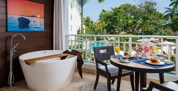 Crystal Lagoon Luxury Honeymoon Room with Balcony Tranquility Soaking Tub